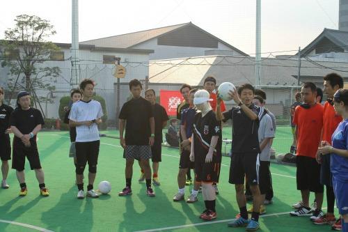 耳ではなくおでこで聞く、ブラインドサッカーに学ぶコミュニケーション方法