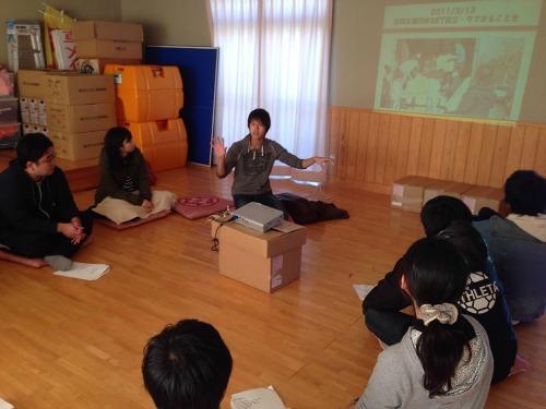 三井さん(写真奥)は、広田町に訪れた若者たちのコーディネートも行う
