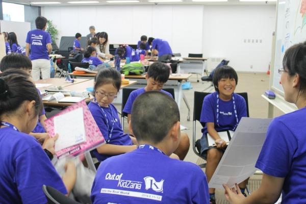 新商品の企画を考える小学生=8月12日、伊藤忠本社で