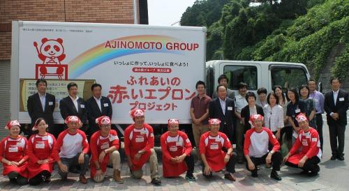 開所式に出席した参加者で集合写真=8月1日、福島県いわき市で