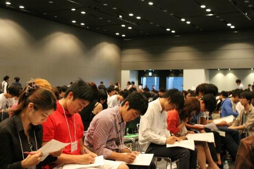 コンテストの会場には、広告・マーケティングに興味を持つ600人弱の学生が集まった