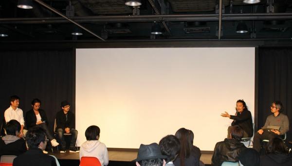 「社会的課題に抱く違和感に敏感になってほしい」と伝える紀里谷氏=10月23日、渋谷ヒカリエで
