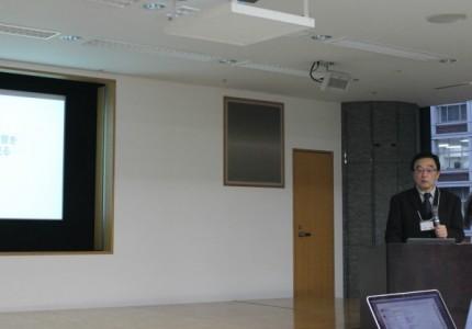 シカの生態系への影響を話す高槻教授=11月25日、日本財団ビルで