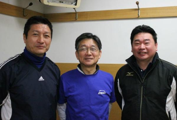 野球教室を立ち上げた3人、右から、鈴木氏、矢野氏