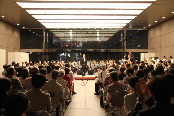 2014年に開催されたロビーコンサートの様子、伊藤忠商事本社ロビーで