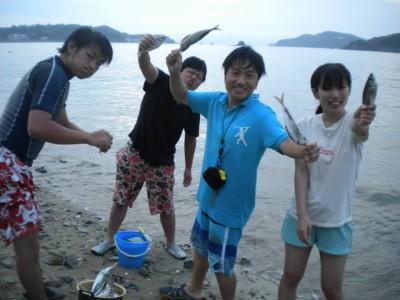 自分たちで取れた魚に喜ぶ