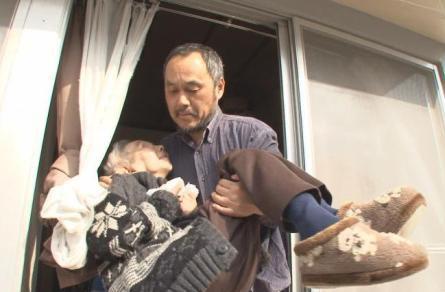 息子介護をテーマにしたドキュメンタリー映画「和ちゃんとオレ」の一幕
