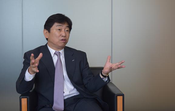 ロート製薬株式会社 広報部・CSV推進部 部長の河崎保徳さん