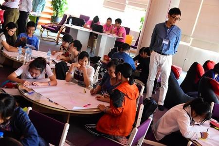 日本企業の魅力をどう伝えるのか話し合うベトナム人学生