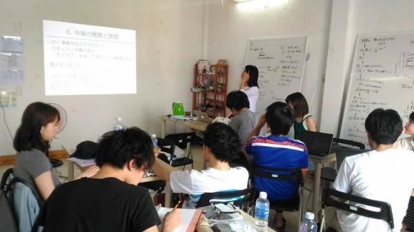 武者修行プログラムでビジネスプランを考える学生たち