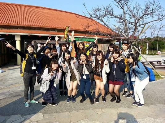 沖縄今帰仁村大学生アンバサダーに就任した跡見女子学園大学塩月亮子ゼミの学生たち