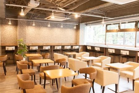 東京大学本郷キャンパスから徒歩2分にある「知るカフェ」。座席数は47席