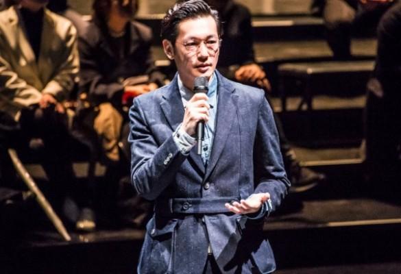 Mercedes-Benz Fashion Week TOKYO 2016 A/Wのローンチイベントで、プロジェクトを発表する井浦さん=3月14日、渋谷ヒカリエで