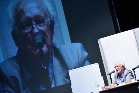積極的平和を提唱するガルトゥング博士