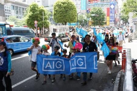 パレードには7万人が参加した
