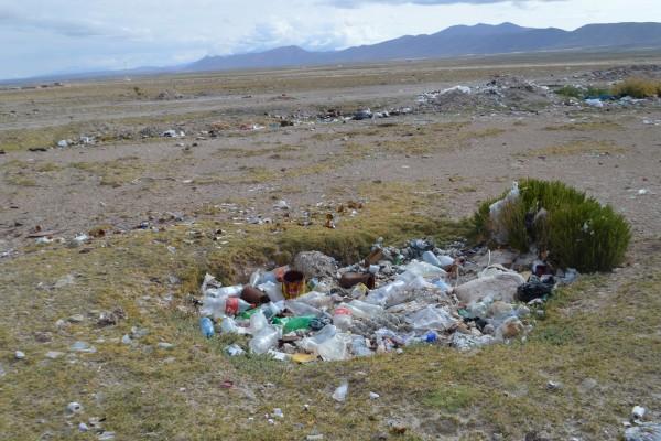 世界的な絶景として知られるがゴミが散乱する 筆者撮影