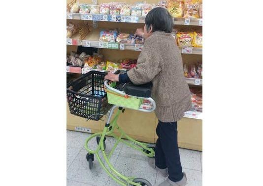 買い物を通して、歩行訓練になる