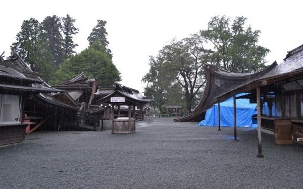 阿蘇神社のなかは地震の爪痕が大きく残っていました