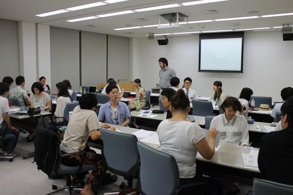 NPO大学には全国から大学生を中心に若者が集まった