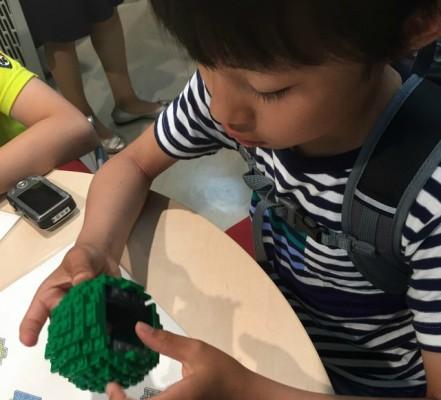 レゴを楽しむ中里さんの子ども