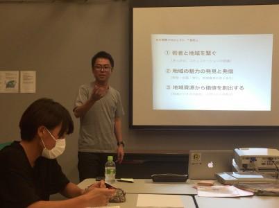 人と地域をつなげる方法について教える谷津氏=武蔵大学で
