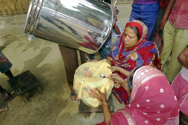 バングラデシュで養蜂事業を模索していた時の写真