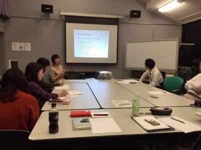 大学生にキャリアについての考え方を説明する石川氏=10月19日、武蔵大学江古田キャンパスで