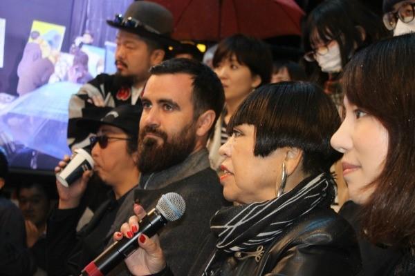 審査員には、ART BATTLES創設者のSEAN BONO氏(写真奥から2番目)やデザイナーのコシノジュンコ氏ら