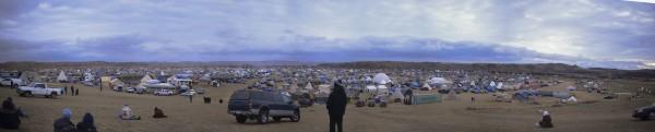 建設を反対するため、全米からインディアンがキャンプに集まっている