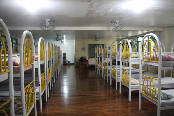 国立盲学校の寮内、太陽の熱で35度以上になってしまう
