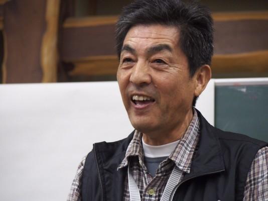 広田町に来た若者を笑顔で迎える佐々木さん